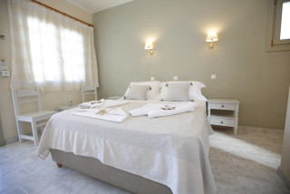 double-room-alexandras-rooms-bed