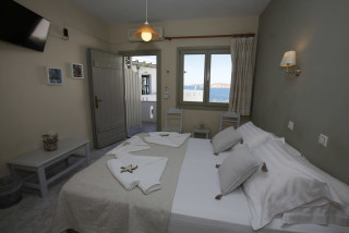 double-sea-view-alexandras-bedroom